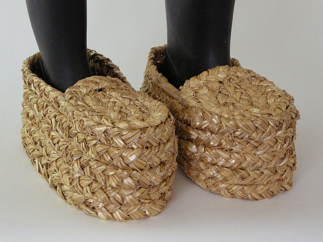 Plaited straw overshoes